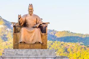 estatua del rey sejong en la ciudad de seúl, corea del sur foto