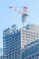 grúa en un sitio de construcción foto