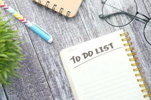 lista de tareas en el escritorio foto