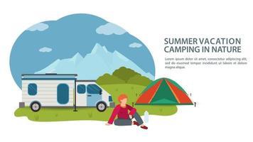 Banner para el diseño de un campamento de verano, un hombre se sienta junto a un automóvil, una casa sobre ruedas y una carpa turística en el fondo de las montañas, vector ilustración plana