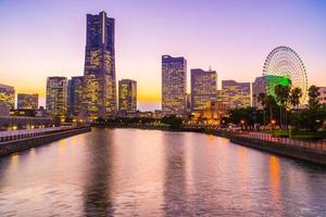 Horizonte de la ciudad de Yokohama en el crepúsculo, Yokohama, Japón