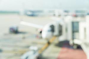Avión de desenfoque abstracto en el aeropuerto