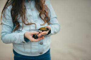 Girl holding mussels in her hands