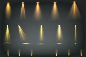 haces de luz amarilla sobre fondo transparente vector