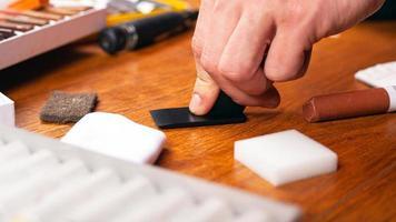 reparación y restauración de laminado y parquet foto