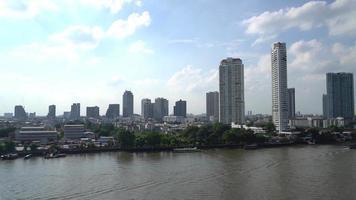 cidade de bangkok com céu azul na tailândia video