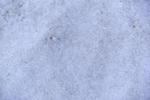 Primer plano de fondo de nieve sucia en primavera foto