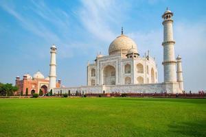 Taj Mahal en un día soleado en Agra, Uttar Pradesh, India foto