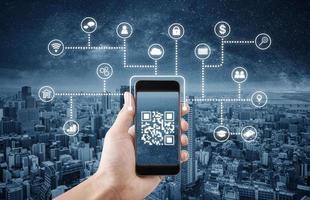 Tecnología de código QR en teléfonos móviles inteligentes, 3D conceptual foto