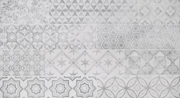 tela de encaje blanco, patrón barroco antiguo blanco y pared de cemento foto