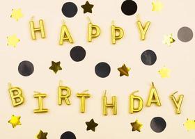 marco de velas de cumpleaños elegante endecha plana foto