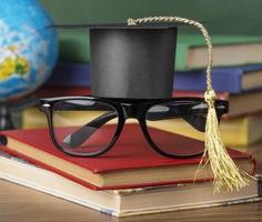 gráfico del día de graduación con gorra en un juego de gafas foto
