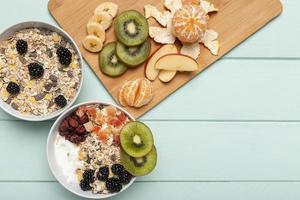 Vista superior del desayuno saludable con muesli. resolución y hermosa foto de alta calidad
