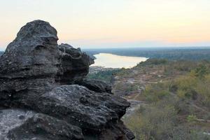 vista al río rocoso foto