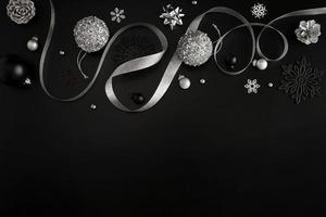 Adornos navideños negros y plateados con espacio de copia foto