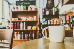 taza de café con leche en un café foto