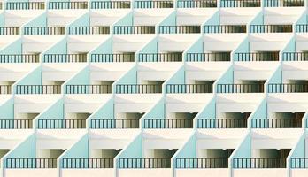 Fachada de apartamentos con sus terrazas iluminadas por el sol al atardecer, 3D Render foto
