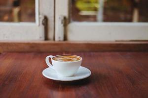 café con leche en una mesa foto