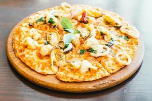 pizza picante de mariscos foto