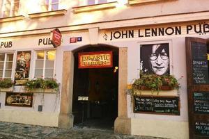 praga, república checa 2015- john lennon pub foto