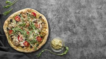Arugula and tomato pizza photo