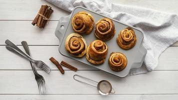 Top view cinnamon rolls arrangement photo