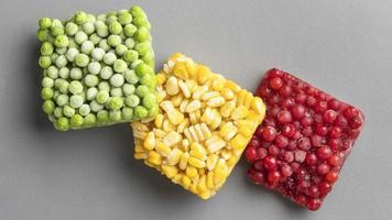 vista superior de alimentos congelados foto