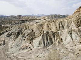 vista aérea del paisaje de las montañas foto