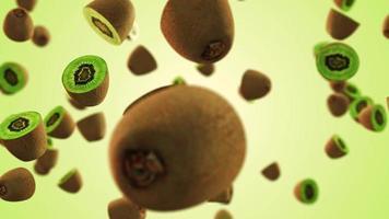 trozos de kiwi medio cortados volando