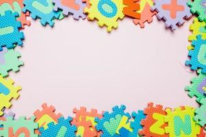 colorida composición de rompecabezas para niños foto