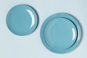Flat lay blue plates arrangement photo