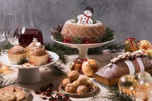 fiesta de navidad de alto ángulo con comida deliciosa foto
