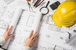Plano de apertura de arquitecto recortado foto