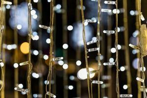 luces de hadas de primer plano contra el fondo bokeh foto
