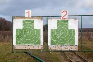 dos objetivos en un campo de tiro del ejército foto