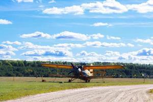 Vintage single-engine biplane aircraft photo