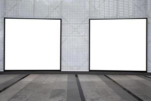 Vallas publicitarias en blanco de medios digitales en el centro comercial, letrero para el diseño de publicidad de productos foto
