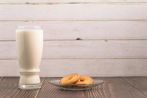 día mundial de la leche, bebe leche y come galletas, desayuno saludable. foto
