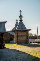 Edificios de cabañas de troncos en Taltsy, Irkutsk foto