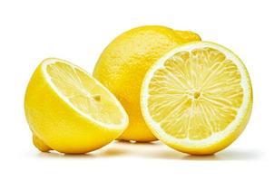 Frutas frescas de limón aislado sobre fondo blanco. foto