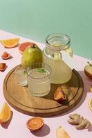 plano de kombucha con naranjas, jengibre y limón foto