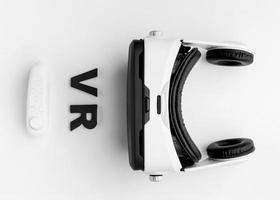 escritorio con casco de realidad virtual foto