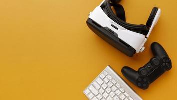 casco de realidad virtual de vista superior con controlador foto