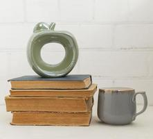 libros y taza foto