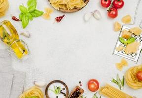 marco de ingredientes de comida italiana foto