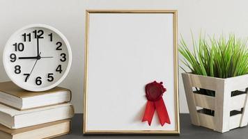 Certificado de diploma de educación con plantilla de espacio de copia, vista frontal foto