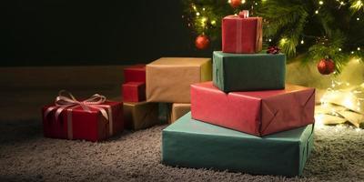 vista frontal de hermosos regalos de navidad foto