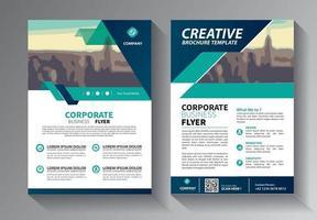 diseño de folletos, diseño moderno de portada, informe anual, póster, folleto en a4 con triángulos de colores, formas geométricas para tecnología, ciencia, mercado con fondo claro vector