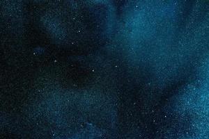 gotas de pintura azul en el agua foto