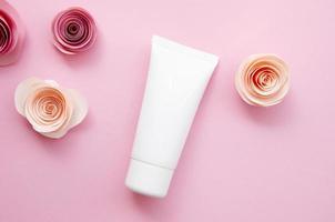 arreglo plano con crema y rosas foto